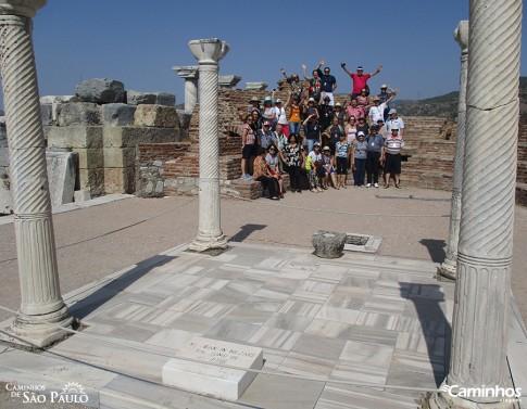 Família Caminhos na tumba de São João Evangelista, Éfeso, Turquia