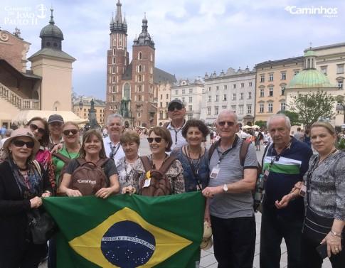 Família Caminhos na Praça do Mercado de Cracóvia, Polônia