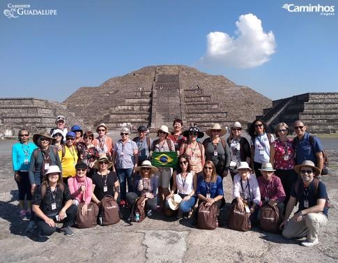 Família Caminhos em Teotihuacán, México