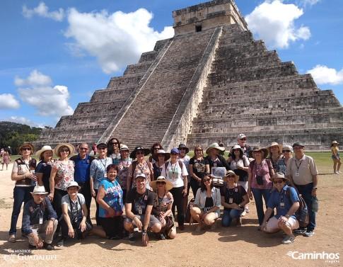 Família Caminhos na Pirâmide de Kukulkán, Chichén-Itzá, México