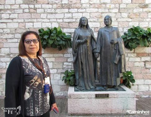 Estátua dos pais de Francisco, Assis, Itália