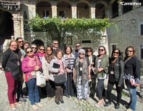 Família Caminhos em Cássia, Itália