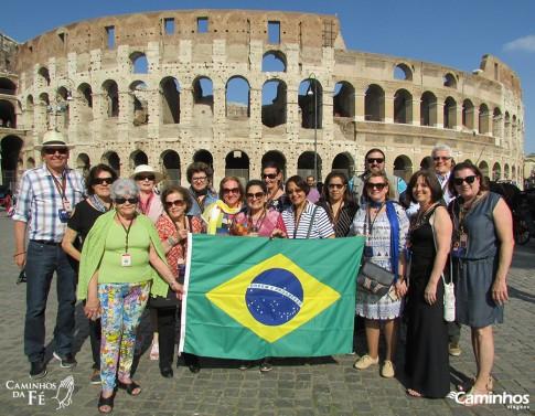 Família Caminhos no Coliseu, Roma, Itália
