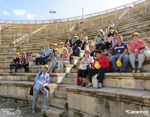 Família Caminhos no Teatro de Cesareia Marítima