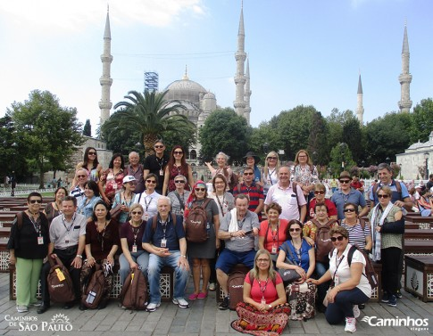 Família Caminhos na Mesquita Azul, Istambul, Turquia
