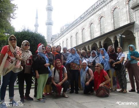 Caminheiras na Mesquita Azul, Istambul, Turquia